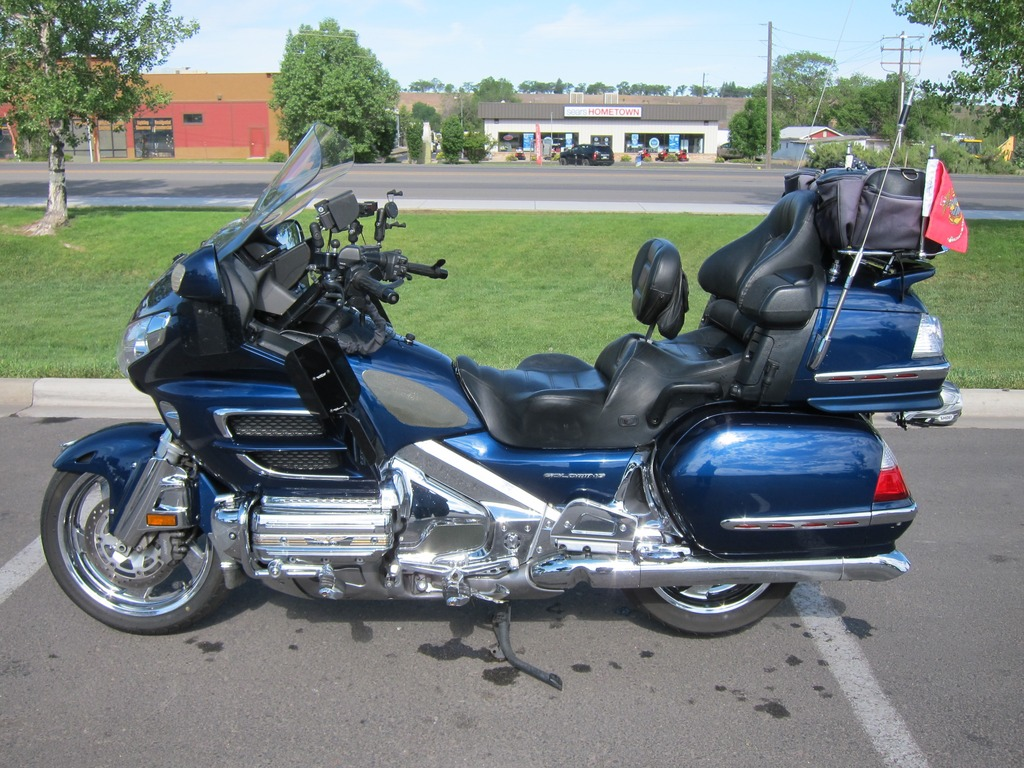 Trailer hitch and wiring harness for honda goldwing