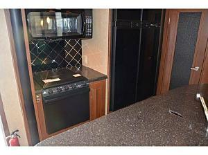 Click image for larger version  Name:kitchen.jpg Views:87 Size:34.4 KB ID:1561