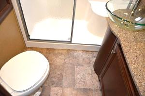 Click image for larger version  Name:Bathroom.jpg Views:110 Size:43.7 KB ID:798