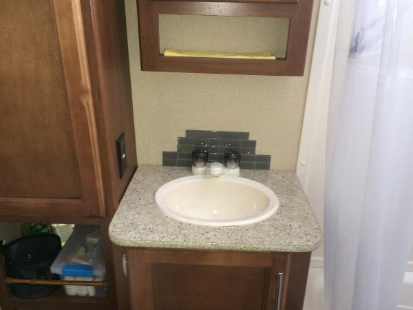 backsplash bathroom